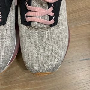 Brooks Shoes - Women's Brooks Ricochet